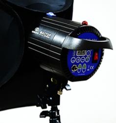 Flash Mactop Mt 300AM para Estúdio Fotográfico.  Essa Tocha é de 300W de Potência é Compacta, Leve e Muito Versátil